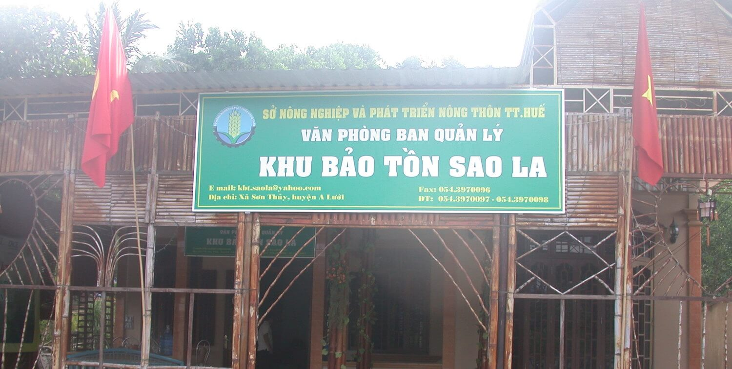 Large sign in Vietnamese.